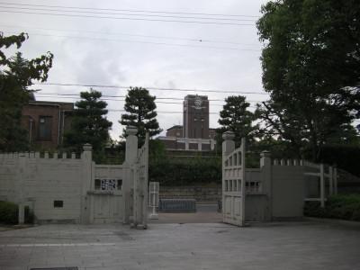 京都大学総合人間学部正門: 弐號...